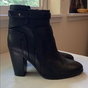 Gorgeous barely worn Vince Camuto black booties